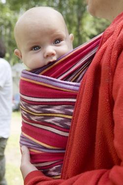 The Benefits of Babywearing | SmallFootprintFamily.com