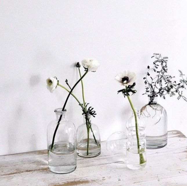 17 On-Trend Floral Arrangements for Minimalist Weddings | Brit + Co