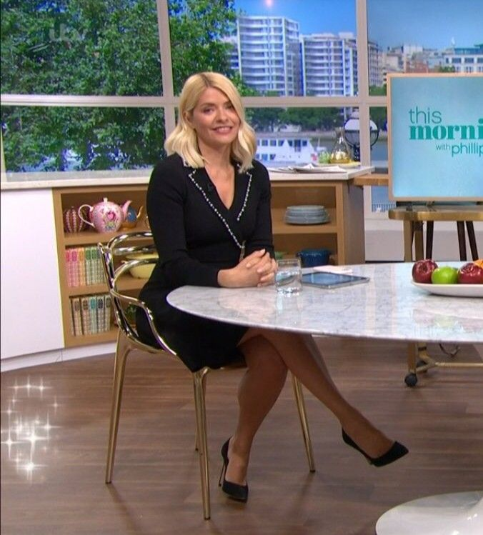 Pin On Holly Willoughby X