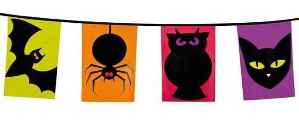 Vlaglijn met enge dieren op felle achtergrond kleuren. De kleuren van deze vlaglijn passen heel goed bij een Halloween feestje! De vlaglijn is 6 meter lang, enkelzijdig bedrukt en van plastic. Hij is geschikt voor zowel buiten als binnen en is goed herbruikbaar. #halloween
