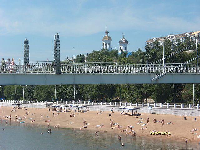 Столбы на мосту через реку Урал - ганица между Европой и Азией