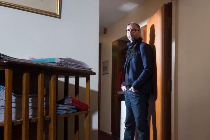 """""""Tavoitteena on huipputiimi ja hyvä itsetunto"""", Kansallisteatterin pääjohtaja Mika Myllyaho sanoo ja johtaa uudistuvaa taloaan toteuttamaan sen taiteellista tehtävää – kotimaiset kantaesitykset etunenässä"""