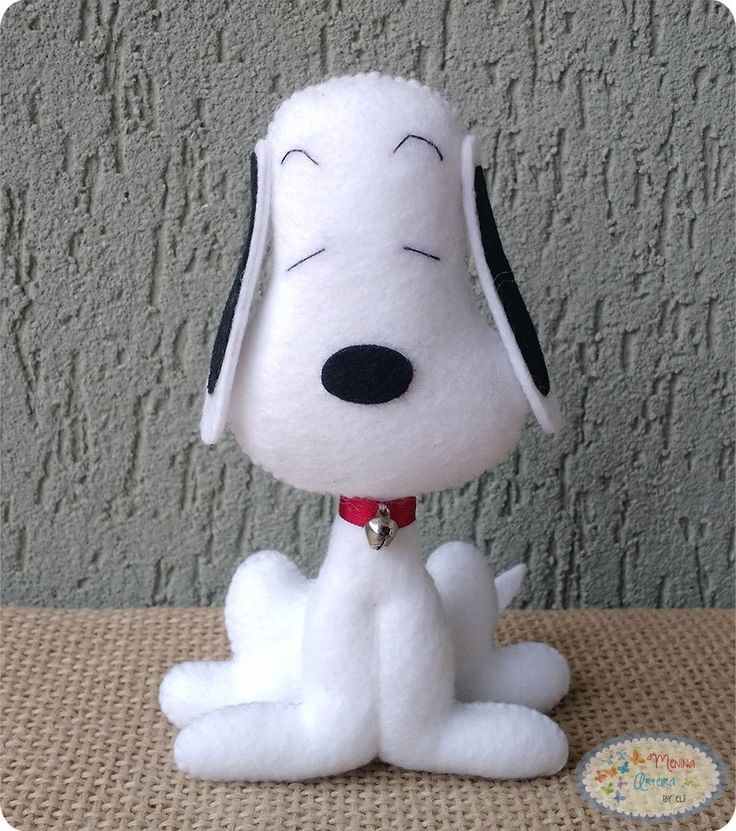 Oi pessoal, fiz o molde desse Snoopy especialmente para vocês, ele fica em pé sozinho o/ Espero que gostem ;) LISTA DE MATERIAIS FELTRO branco e preto