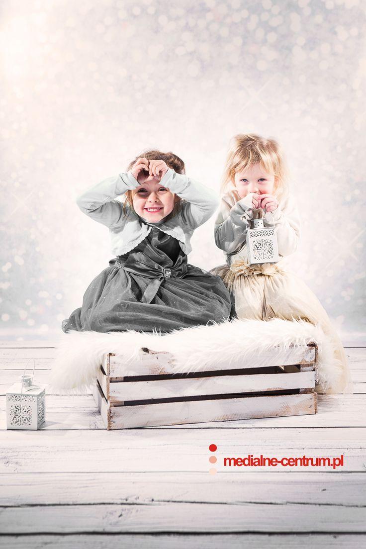 dziecięca fotografia studyjna Święta Bożego Narodzenia, prezenty, szczęśliwe dzieciaki, portret dziecięcy