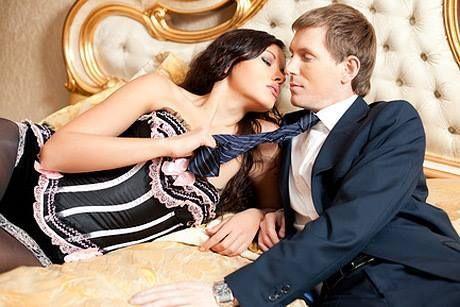 Можно соблазнить мужчину, у которого есть жена, Можно соблазнить мужчину, у которого есть любовница, Но нельзя соблазнить мужчину, у которого есть любимая женщина! (Омар Хайям)