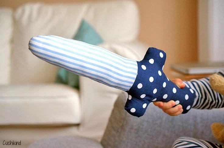 DIY Stoff-Schwert (Last minute Faschingszubehör) | Cuchikind - Ein Mama-DIY-Blog