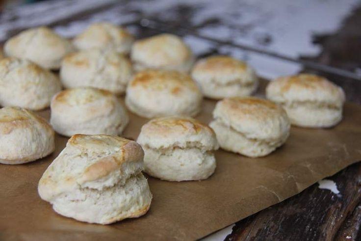 Duidelijk scone recept met veel enthousiaste makers :) zou er wel een snuf zout in doen en clotted cream is 125 ml geklopte ongezoete slagroom mengen met 125 ml mascarpone. Nooooom