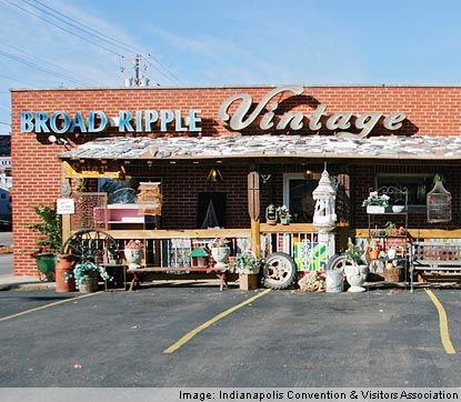 Broad Ripple Village, about 20 minutes from downtown and not far from many of the Indianapolis hotels, features one-of-a-kind shops and vintage boutiques, a variety of restaurants, many with al fresco dining, art galleries, bars and taverns, with live entertainment and parks all connected by the Monon Trail. While known for its nightlife and music scene. Indiana, USA