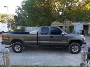 2001 Chevy 2500 HD 4x4 8.1 liter truck for sale