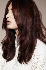 Model mit der Haarfarbe Mokka