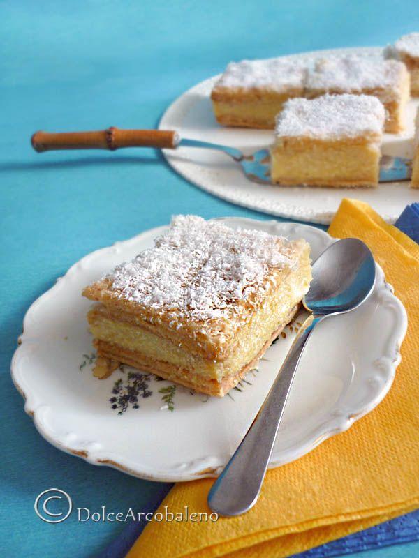 Pastarelle bavaresi al cocco più buone di quelle del bar! Scommettiamo? Coconut Bavarian pastries taste better than the bar! Want to bet?