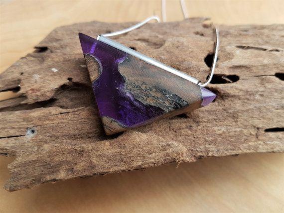 Bekijk dit items in mijn Etsy shop https://www.etsy.com/nl/listing/507138117/hout-en-paarse-epoxy-hanger-harshout