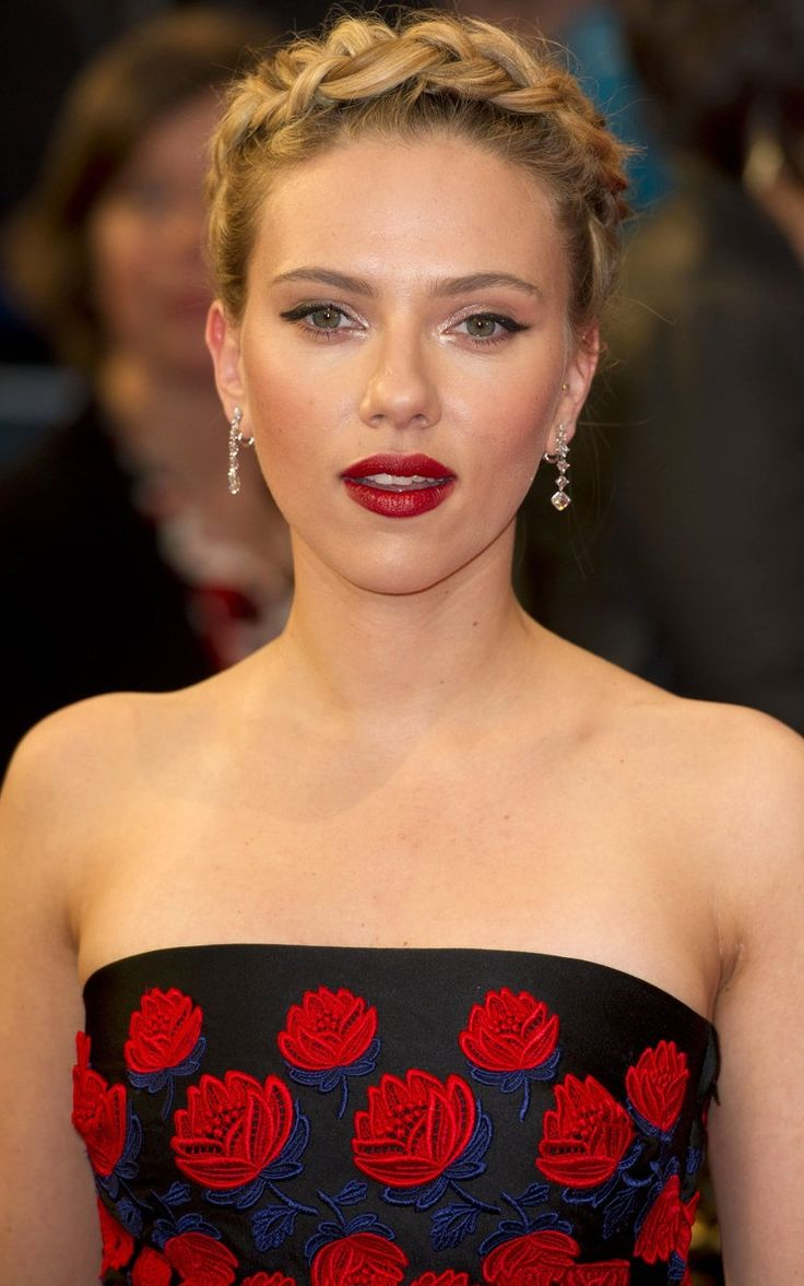 This is why we love plaits! Scarlett Johansson looks incredible.