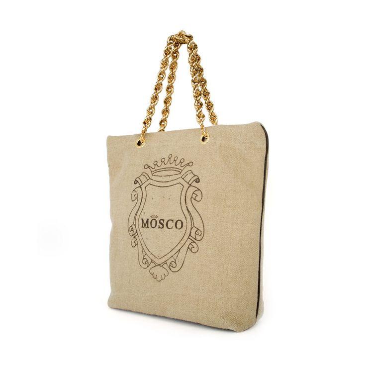 • Shopping bag provvista di chiusura lampo •Fondo e profili in pelle di vitello •Manico in pelle lavorato scooby-doo •Tasche interne •Logo realizzato in micro borchie color oro