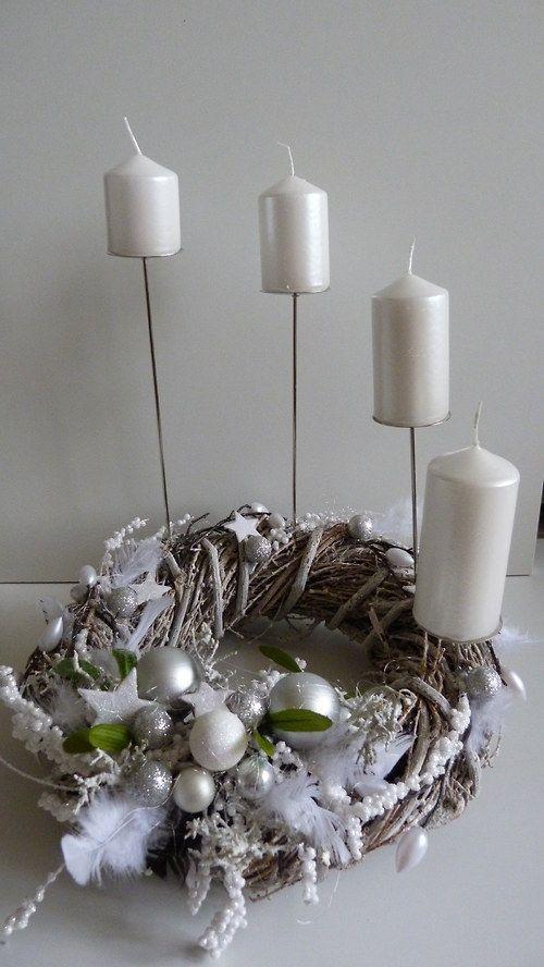 Luxusní třpytivý adventní věnec stříbrný