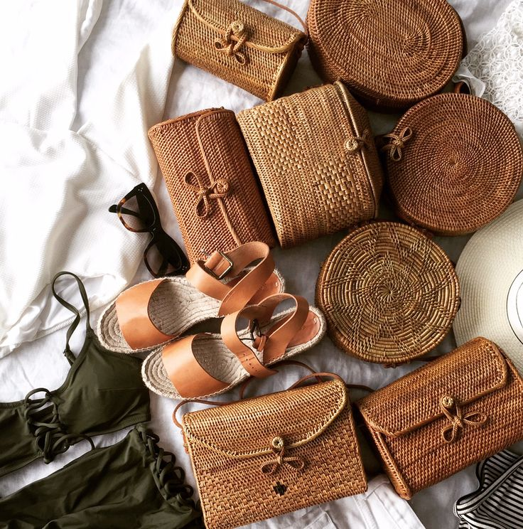 Those tough decisions, which rattan basket bag to take on vacay?