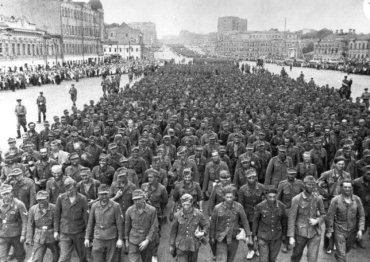 """57,000 German prisoners march to Moscow after defeat at Belarus during """"Operation Bagration"""", 17 July 1944"""
