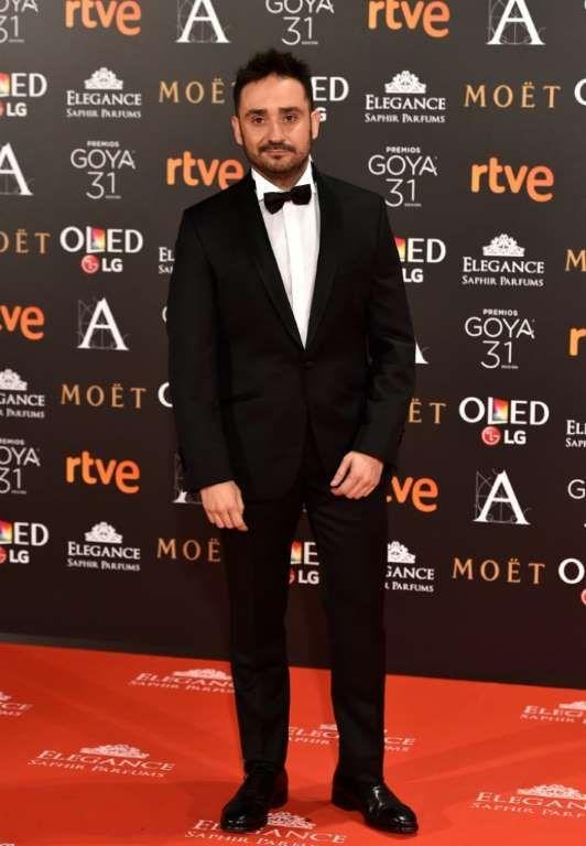 Juan Antonio Bayona, nominado a Mejor Dirección por Un monstruo viene a verme, con traje de Massimo Dutti.