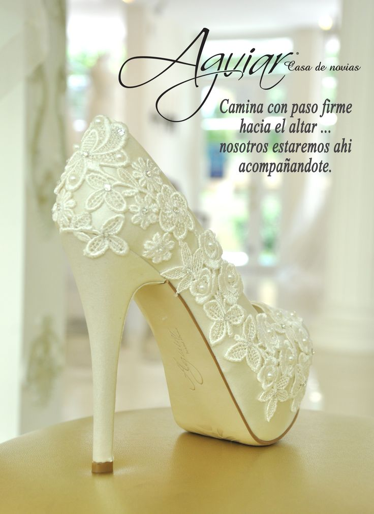 zapatillas de novia bridal shoes  #zapatos #novia #razo #perlas #gupiur #hermosos #diseñoexclusivo #bride #weddingshoes www.aguiar.mx https://www.facebook.com/aguiarcasadenovias?ref=hl