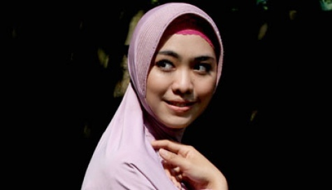 Play with inner hijab. cute colour..