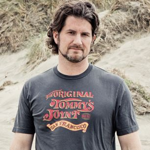 Matt Nathanson Falls in Love With 'Kinks Shirt' - Premiere.  I am not sure that he could be any cuter.