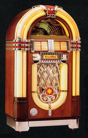 juke box anni '50 ... I've always thought it'd be fun to have one ... even a newer CD player in the form of a juke box would be sweet since I don't generally play records...jj