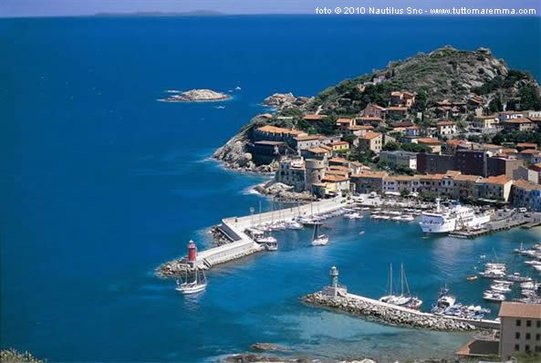 An aerial view of the port at #Isola del Giglio