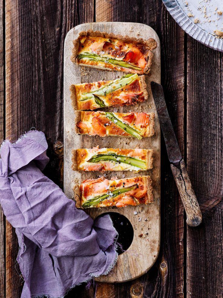 Lohi-parsapiirakka   K-ruoka  Tuore parsa ja kylmäsavulohi sopivat hyvin keväisen piirakan täytteeksi. Parsapiirakassa on maukas rukiinen piirakkapohja. #pääsiäinen