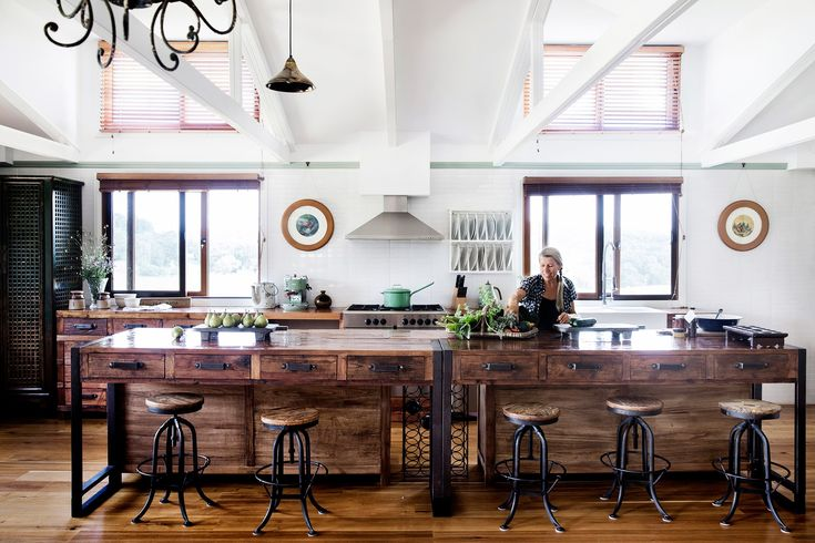 This generous country kitchen is at the heart of this enchanting barn conversion on the Southern Highlands of NSW. [>Take a tour of this glorious rural home](http://www.homestolove.com.au/gallery-brigid-and-kevins-southern-highlands-barn-conversion-2076). Photo: Chris Warnes / *Australian House & Garden*