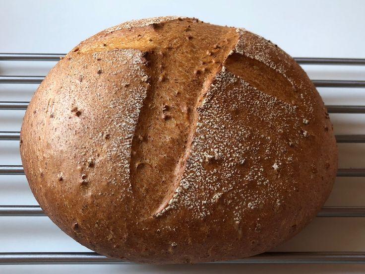 Alpe Brød - Bagt på HUL-Bageplade . Her er mit bud på et Alpe Brød. Ingredienser: 325 g Hvedemel 40 g Rugmel 100 ml Kogend...