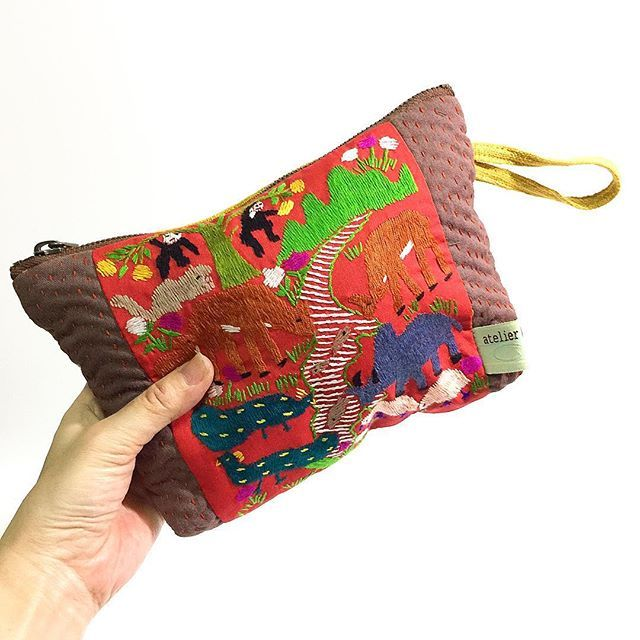 . . □ Animal Embroidery Pouch □ We will sell it in an online shop【PINKOI】 Please wait a little while more... . 品薄になっておりました、モン族のアニマル刺繍ポーチを追加生産しました。 オンラインショッピングサイト PINKOIでも、追加販売を予定しています。 今暫くお待ちください。 . . #Chiangmai#atelier_ren#Bag#Pouch#Embroidery#Hmong#AnimalEmbroidery#LineStitch#Quilt#Sashio#Tribal#Handwork#Colorful#Fashion#アトリエレン#ポーチ#袋もの#モン族#アニマル刺繍#刺し子#Pinkoi#お待たせして申し訳ありません