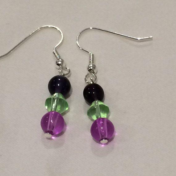 Ehi, ho trovato questa fantastica inserzione di Etsy su https://www.etsy.com/it/listing/262255161/glass-bead-earrings-dark-purple-light
