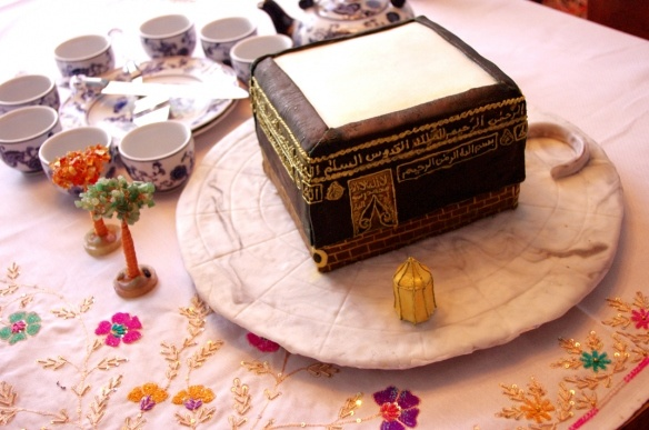 Nice Ka'aba cake...but I'd leave out the Arabic insignia on it and just have pretty gold Arabesque lines...I'm sure there could be blessings in actually eating food with the shahada on it, but I try to stay out of those grey areas!