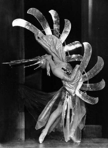 """Ottilie Ethel Leopoldine """"Tilly"""" Losch, Countess of Carnarvon (15th November 1903 - 24th December 1975) who created these looks for herself back in the 1930s worked with such diverse talents as Noel Coward, Richard Strauss, the Astaires, Lotte Lenya and Anita Loos and married Lord Caernarvon."""