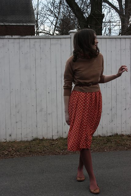 I have a skirt that I think I could pull together like this...