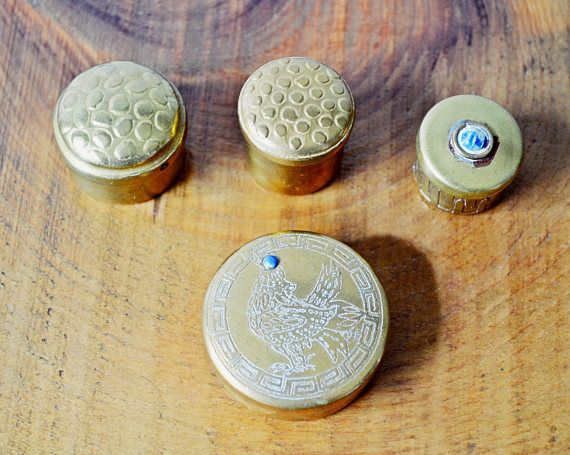 Check out this item in my Etsy shop https://www.etsy.com/ca/listing/528701475/4-vintage-brass-pill-boxes-brass