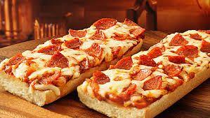Bayat ekmeklerden hazırlayabileceğiniz pizzayı beş çayında ikram edebilirsiniz.Ekmek Pizza Tarifi