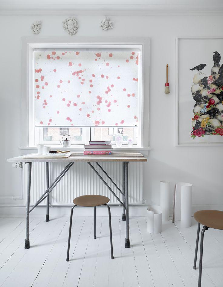 I det kreative univers er det oplagt at bruge designet Paint til at understrege stilen. Paint kommer fra kollektion Art Collection, og fås i fem spændende farver. #rullegardiner #inspiration #bolig #indretning #boligindretning #gardiner #hobbyrum #gardininspiration #paint #rosa #sorbet #kreativ #luxaflex #luxaflexdk