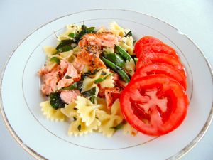 Farfalle with Smoked Salmon and Greens, and Terrific Tomato Insalata :)