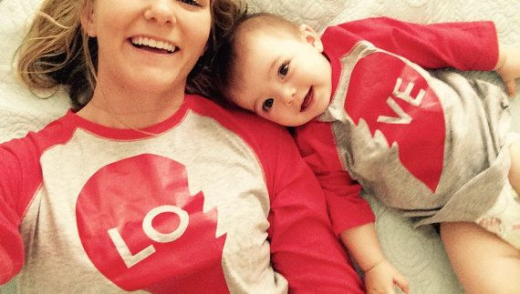 We Match! * LOVE Lo & Ve * Matching Mother Son Daughter Women's 3/4 Sleeve Baseball T-Shirt And Kids T-Shirt RED (SET225RED)