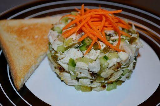 Salată cu pui și castraveți