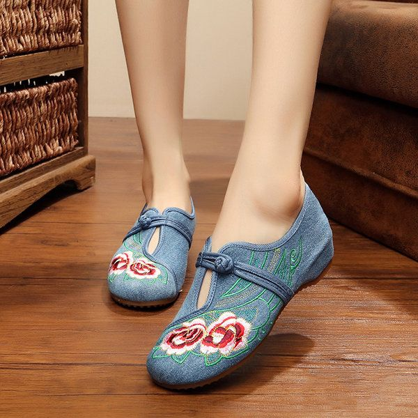Camellia Embroidered Slip On Vintage Breathable Women Shoes