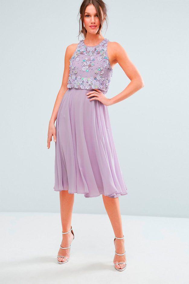 Corto y malva, con cuerpo de paillettes y falda de gasa. Ideal para llevar con un pequeño tocado ladeado en bodas de día, de Asos.    Precio: 86,66€