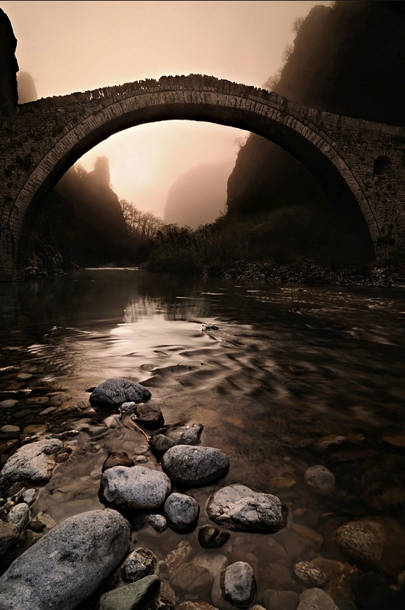 Noutsou bridge (also known as Kokkorou bridge) in Zagori, Ioannina, Greece ( <3 My home town)