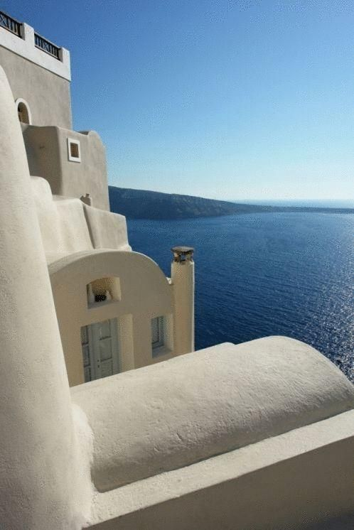 Art Maisons Oia Castle || Excellently located right on the edge of the caldera, with views of Oia, Art Maisons offer traditional yet luxurious accommodation in Santorini, overlooking the world's most famous sunset.