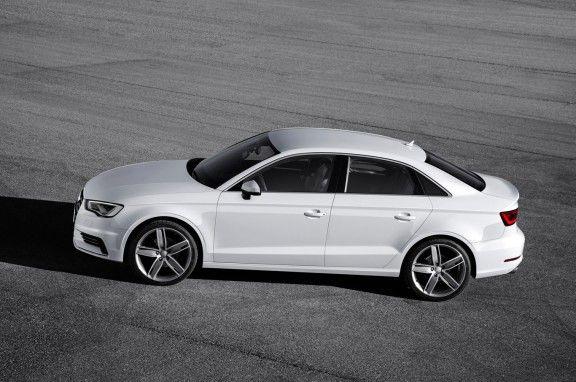 Se comercializa en una única versión a 83.900 dólares.Su garantía es de 3 años o 90.000 kilómetros.