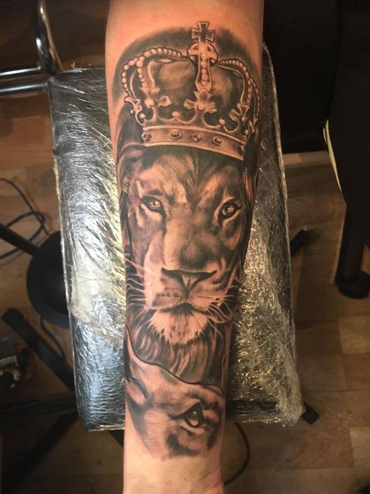 30 besten lion tattoo on lower arm bilder auf pinterest t towierungen beeindruckende tattoos. Black Bedroom Furniture Sets. Home Design Ideas