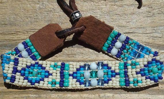 Hand doemde kraal geweven armband Hand op Ojibwa weefgetouw door kunstenaar Sherri Tremain eigenaar van Adornments.925 sieraden Shop doemde