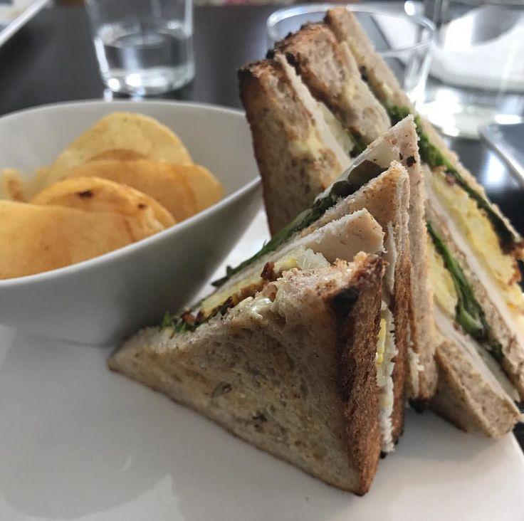 """""""Mi piace"""": 24, commenti: 6 - Vivimero (@laviperamilanese) su Instagram: """"#clubsandwich di Sem !!! Buonissimo! Chip al tartufo delle #langhe"""""""