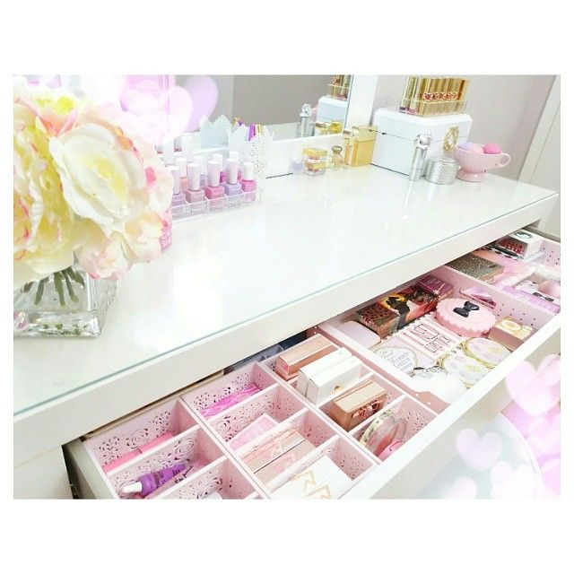 These pink Daiso trays are perfect for keeping everything organized